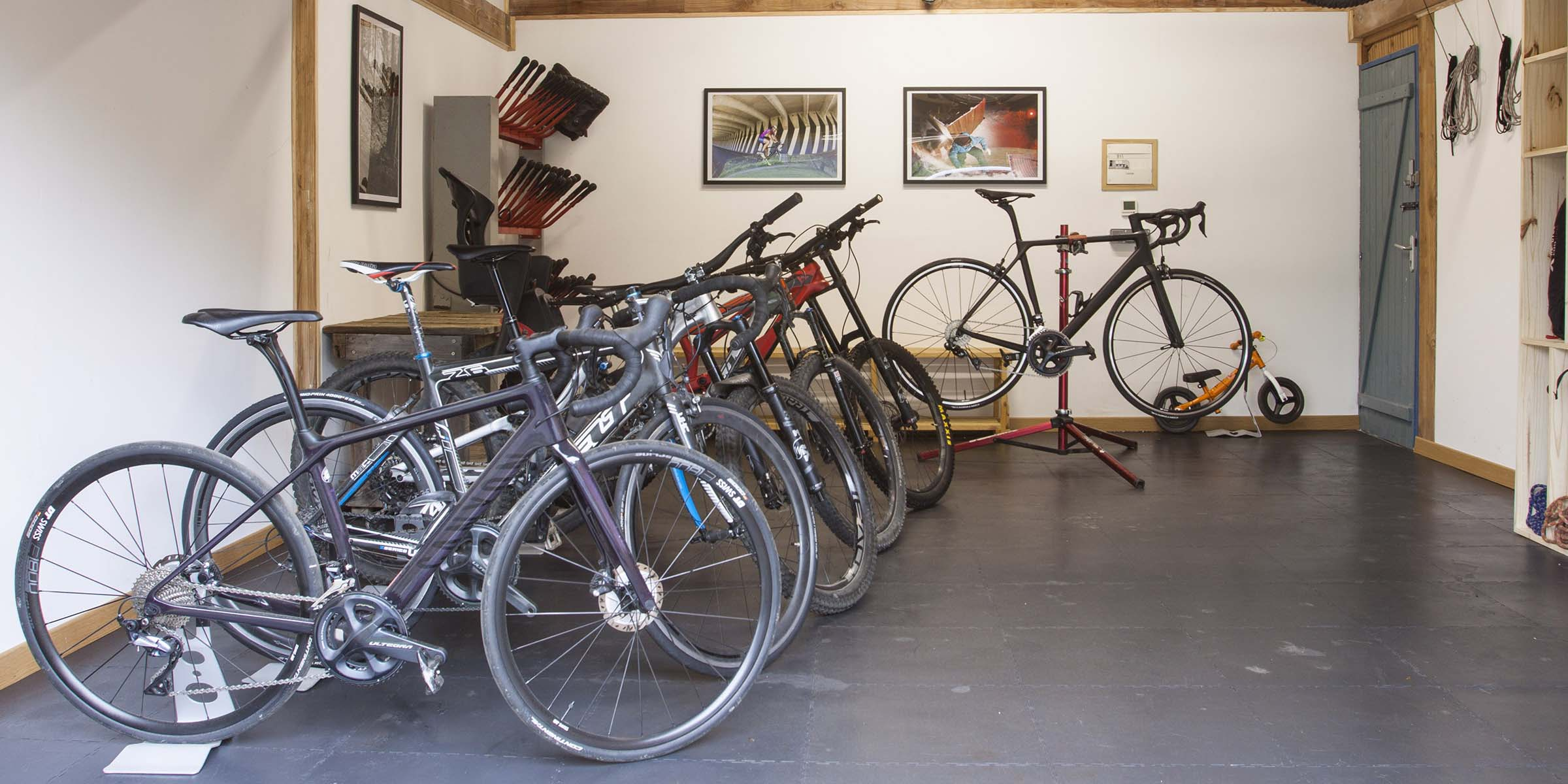 Bike and sports equipement storage